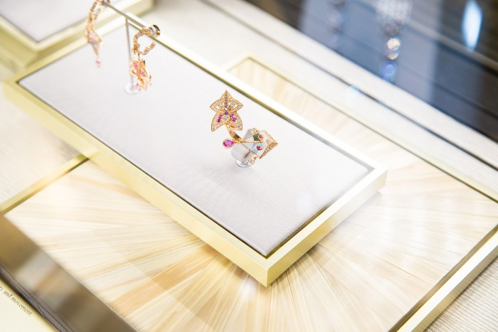 VAN CLEEF & ARPELS_GEMOLOGUE_London_9 Bond Street_Liza Urla_Jewelry Blog 1