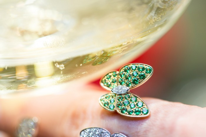 VAN CLEEF & ARPELS_GEMOLOGUE_London_9 Bond Street_Liza Urla_Jewelry Blog 7