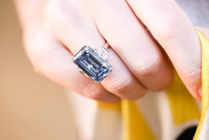 Christies_Blue Oppenheimer Diamond_GEMOLGOUE_Liza Urla_Engagement Ring_Jewelry Review_Jewlery Blog 04